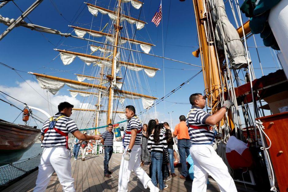 Llega a Los Ángeles el velero mexicano Cuauhtémoc