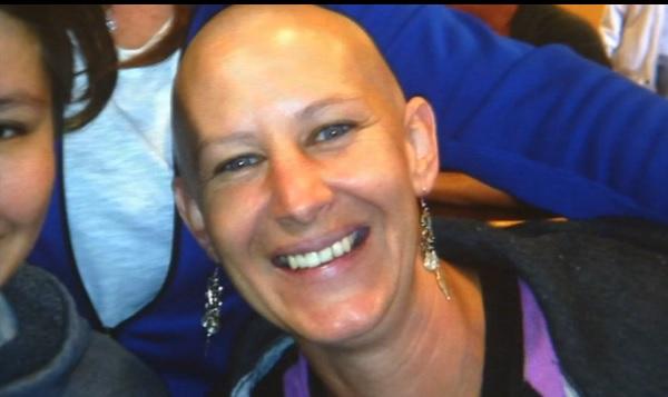 Mujer finge tener cáncer para recaudar fondos