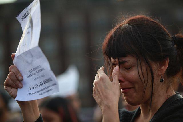 El Consejo Estatal de Organizaciones (CEO), integrado por agrupaciones civiles de casi todo el país, fue el promotor de la marcha hasta Ciudad de México, en la que participaron 43 activistas, uno por cada uno de los estudiantes desaparecidos.