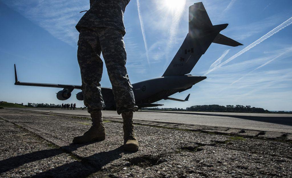 Pese a descartar que Estados Unidos tenga militares luchando en el terreno, no descartó enviar más tropas