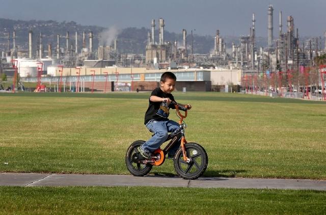 Latinos los más expuestos a vivir en áreas contaminadas