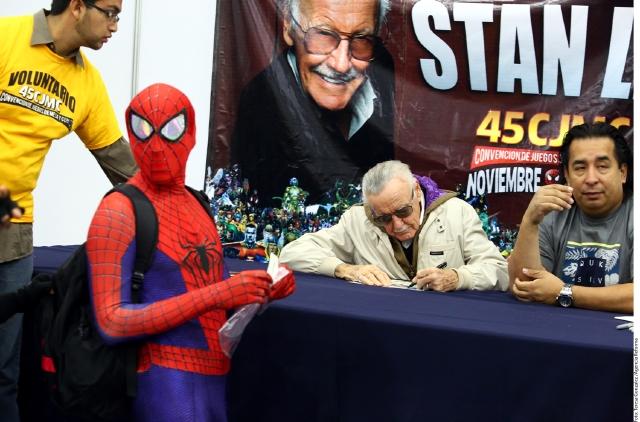 Stan Lee permanecerá en la clínica unos tres días, de acuerdo a sus representantes.