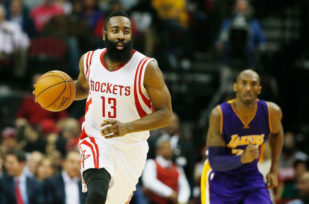 Lakers alcanzan y ganan a Houston