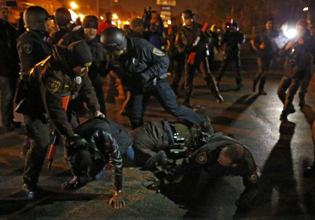 Tensa espera en Ferguson por el dictamen del caso Michael Brown