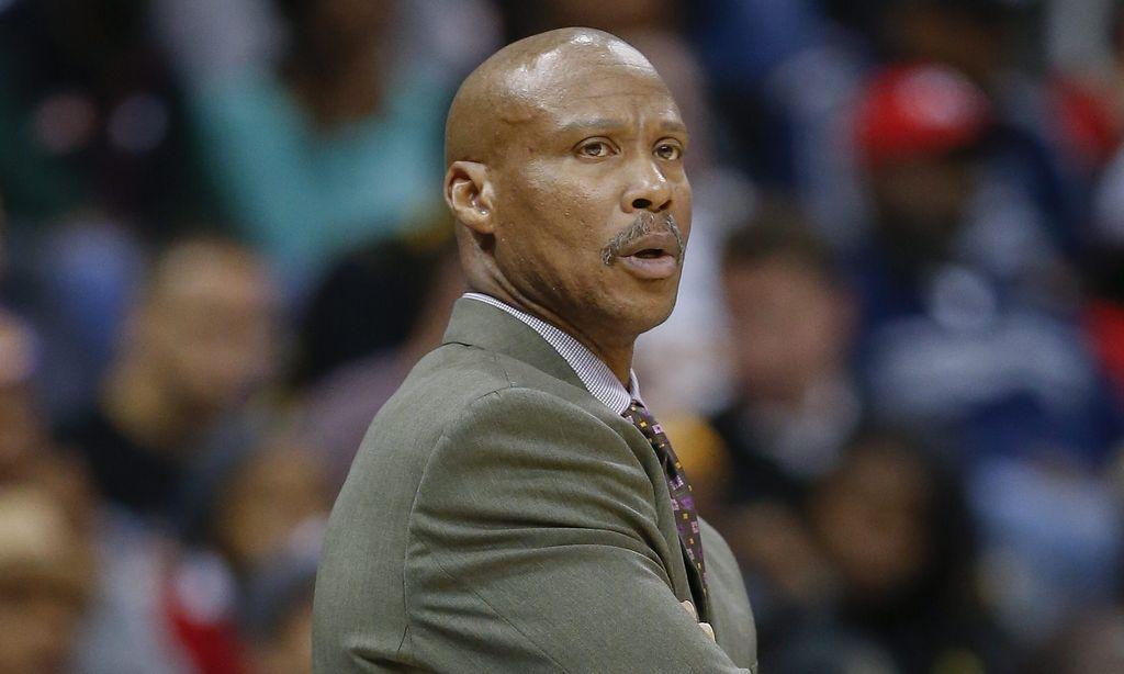 Byron Scott dijo sentirse muy decepcionado después de la nueva derrota de sus Lakers.