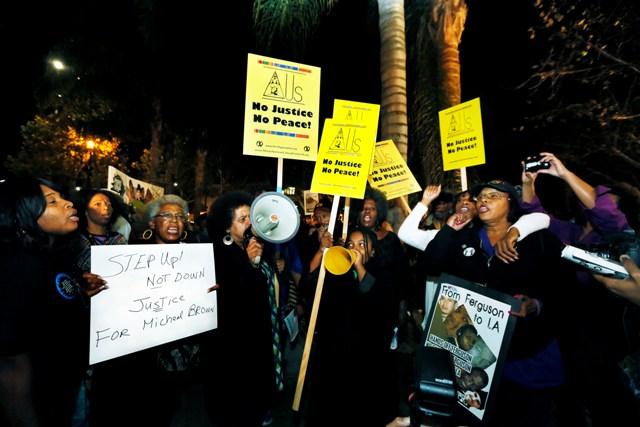 Cientos marchan en Los Ángeles por el caso de Ferguson
