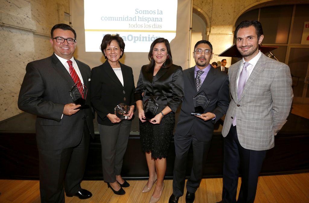 Los galardonados Xavier Gutiérrez, Mónica Lozano, Michele Siquieros y Sergio Covarrubias. A la derecha, Damián Mazzotta, Gerente General de Impremedia West.