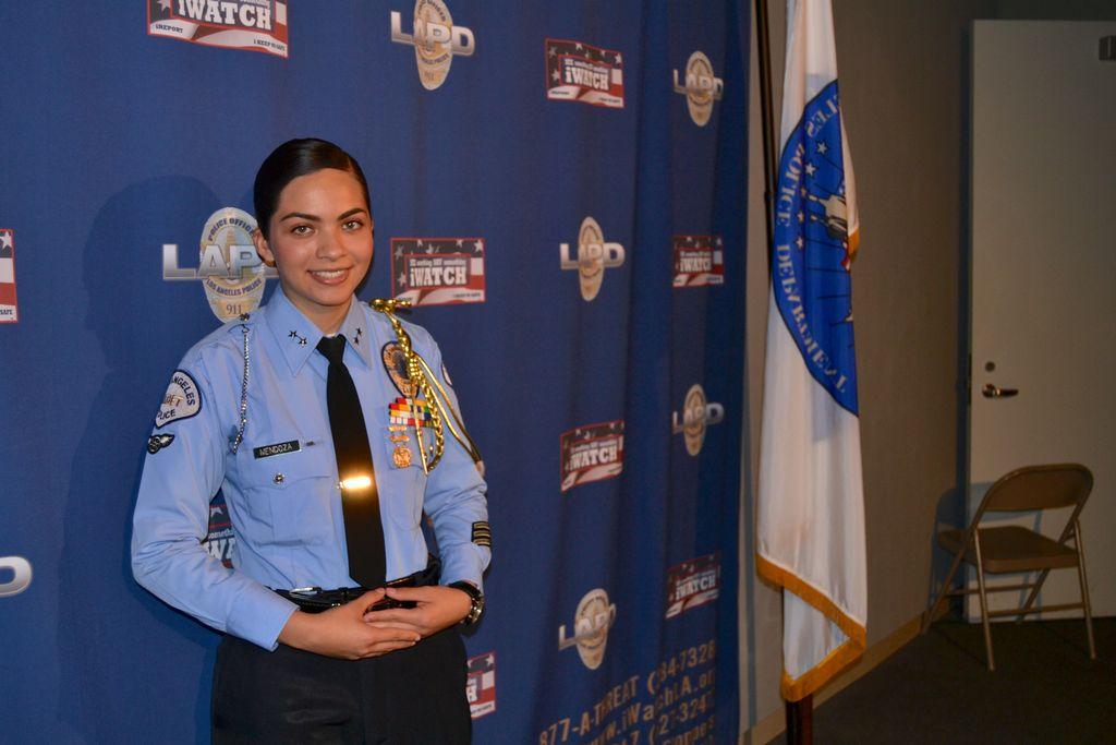 Laura Mendoza, la nueva jefe de cadetes de LAPD. El número de participantes ha incrementado de 457 miembros en el  2007, a más de  6,000 participantes en la actualidad, en su mayoría, latinos..