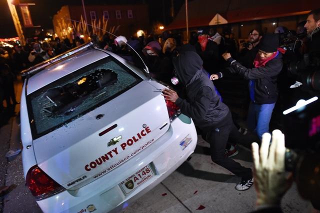 Estallan protestas por decisión de Ferguson
