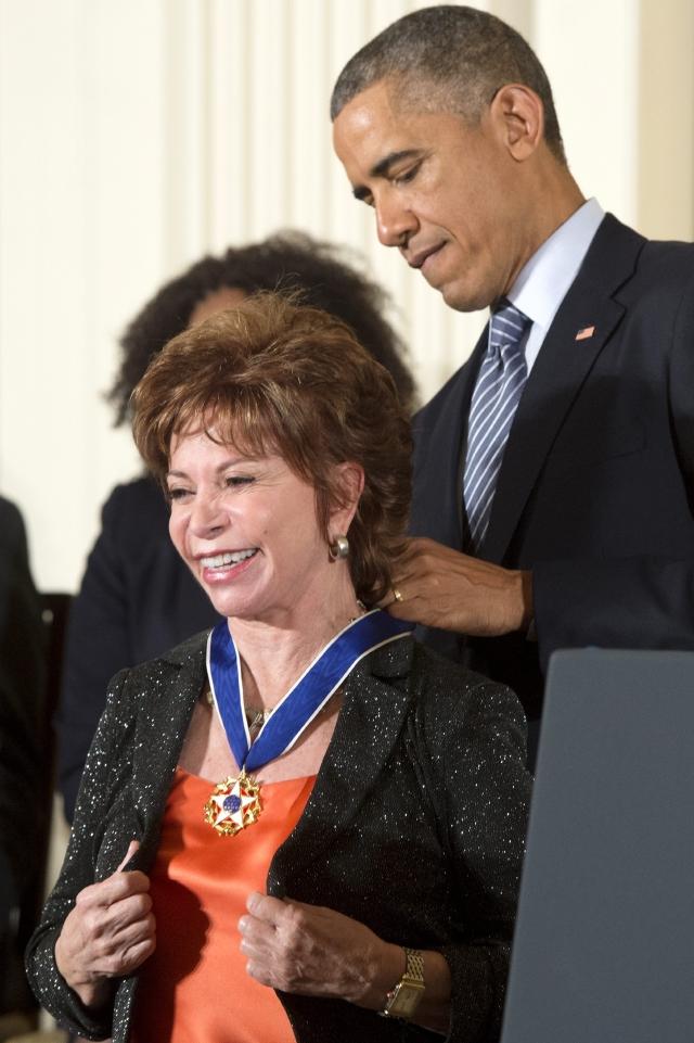 Isabel Allende recibe la Medalla de la Libertad