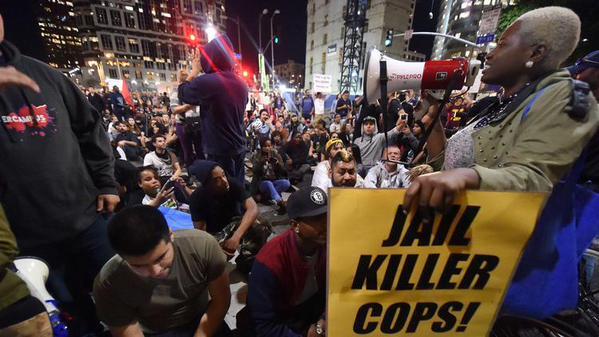150 arrestos en Los Ángeles por protestas solidarias con Ferguson