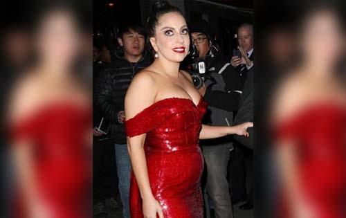 Así lució Gaga a las afueras de un hotel neoyorquino.