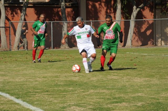 Héctor Lemus (c) durante el juego de honor a José Doncil el pasado 19 de octubre.