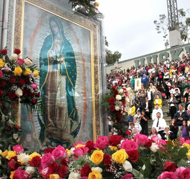 Ya llega la procesión de la Virgen