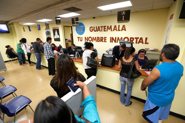 """Los Consulados de Guatemala y de El Salvador en Los Ángeles permanecerán cerrados hasta """"nuevo aviso"""""""