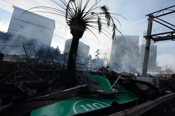 Reabren Carretera 110 tras incendio masivo en Downtown (fotos)