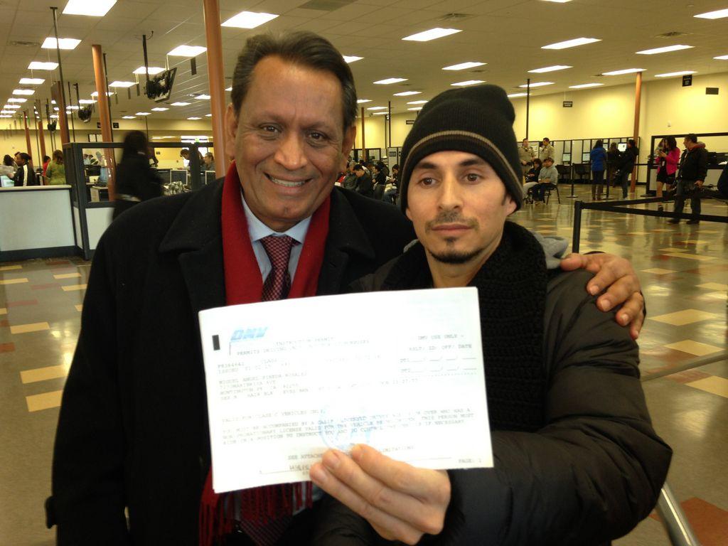 California comienza a dar licencias de manejo a indocumentados