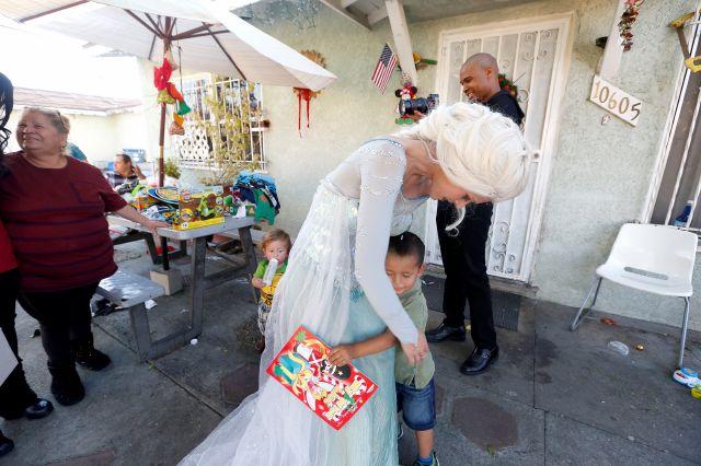 Los niños de Los Ángeles también celebran el Día de Reyes