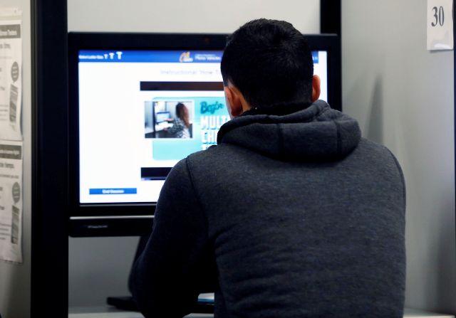 Muchos hallan dificultades para aprobar el examen con la versión digital del mismo.