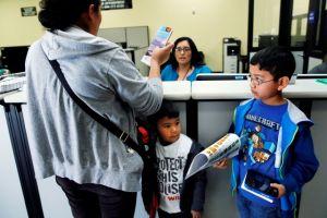 Menos mujeres indocumentadas piden licencias en California