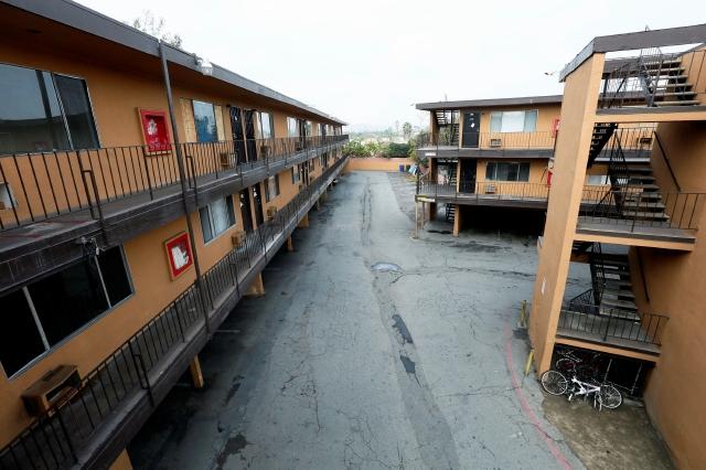 El complejo de apartamentos  Whittier Manor en fue declarado inseguro.