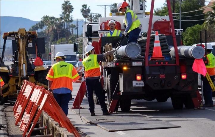 L.A. se prepara contra sismos con instalación de tubería resistente