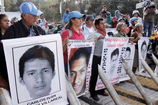 Padres de 43 desaparecidos marcharán para conmemorar 4 meses