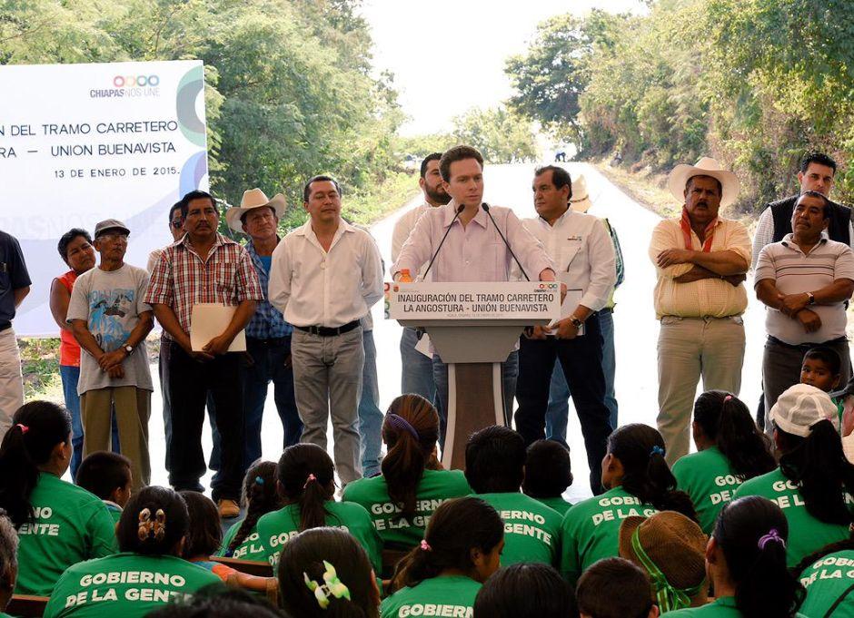 Gobernador de Chiapas abofetea a subordinado en público (video)