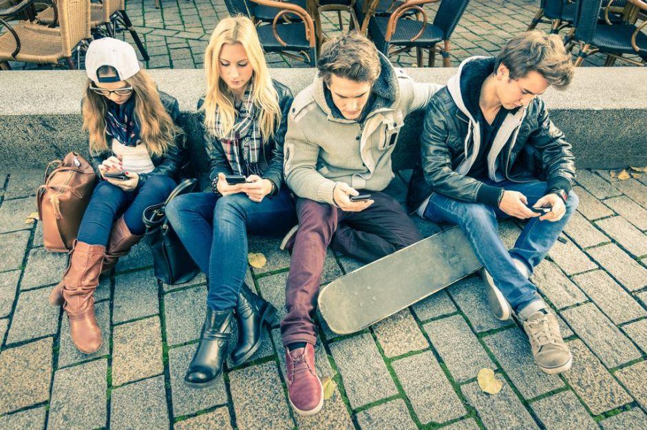 Adolescentes adictos al celular