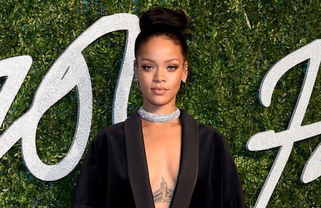 Rihanna dona $5 millones de dólares para frenar la crisis del coronavirus