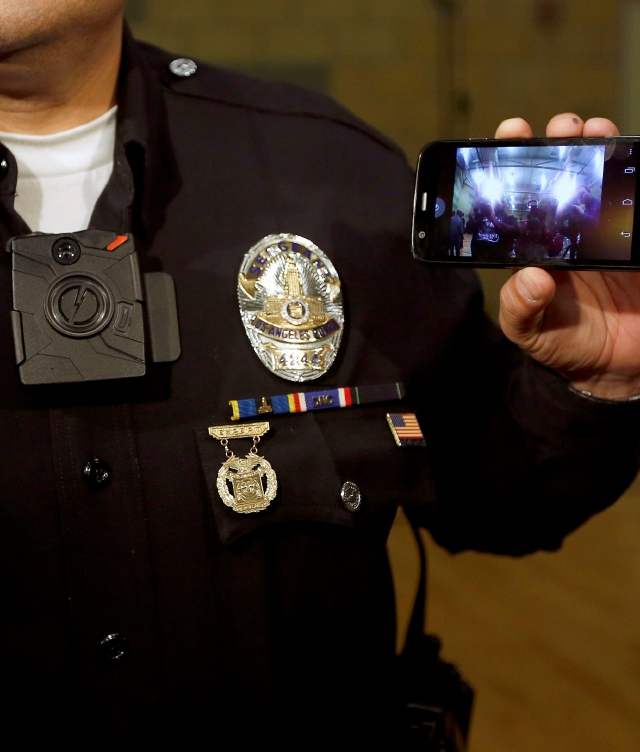 Policía de Fullerton equipa a todos sus agentes con cámaras