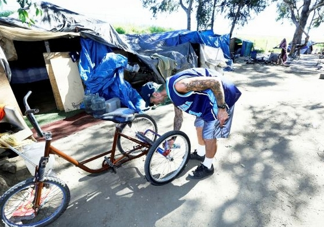 Un campamento de personas sin hogar entre el río Los Ángeles y el 710 Fwy., será desalojado.