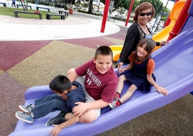 Desesperada búsqueda de padres de crianza para niños latinos