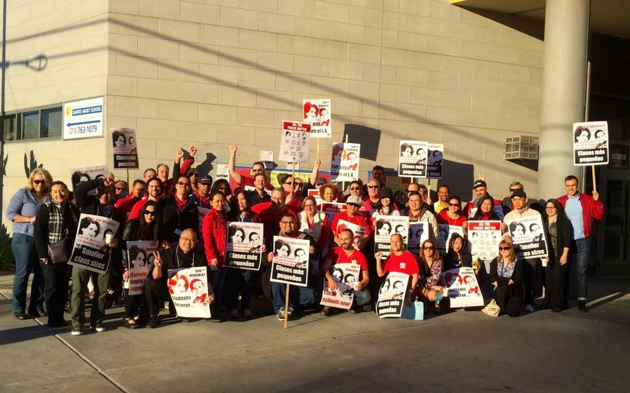 Miembros del UTLA comenzaron protestas alrededor del condado de Los Ángeles la semana pasada.