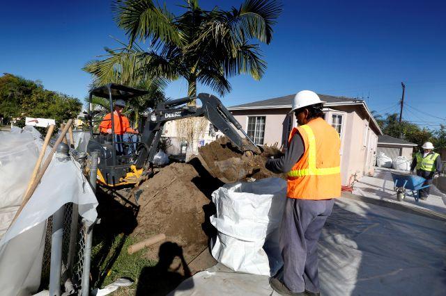 La limpieza de casas contaminadas con plomo de la planta Exide se inició en diciembre pasado.