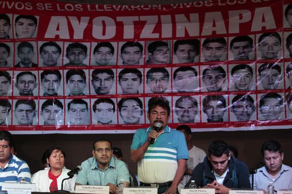 Familiares de los estudiantes desaparecidos  no aceptan que se cierre el caso.