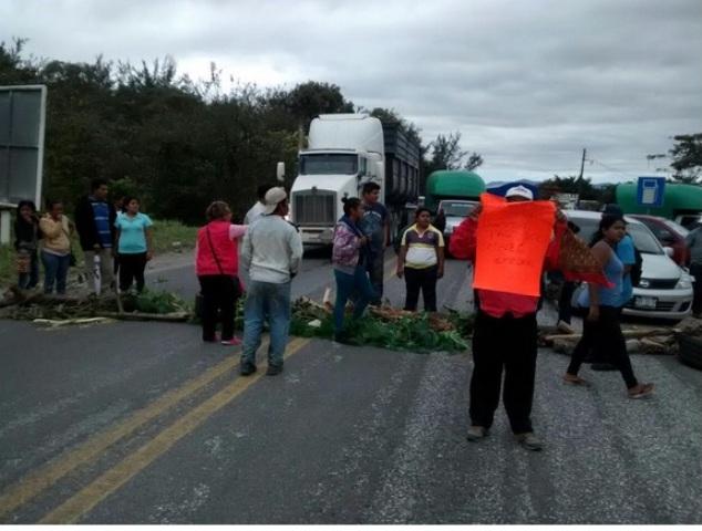 Trabajadores se toman calles de Oaxaca