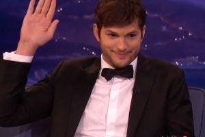 Ashton Kutcher revela que tiene una prótesis de pene (video)