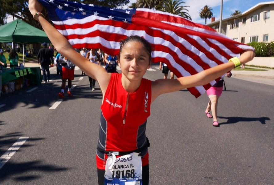 Niña latina de Los Ángeles logra récord mundial de maratones