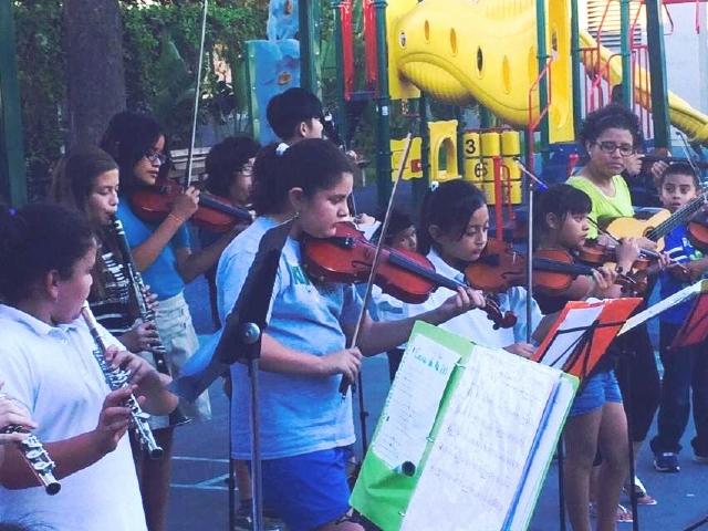 Educan con la música a niños y jóvenes latinos en Boyle Heights
