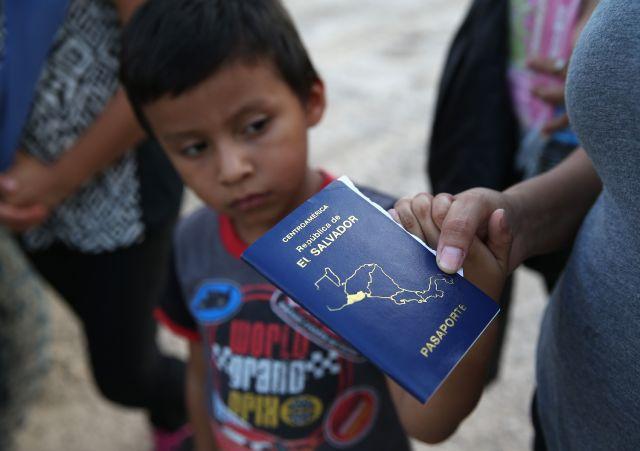 Amplían a otros familiares programa para menores refugiados en Centro América