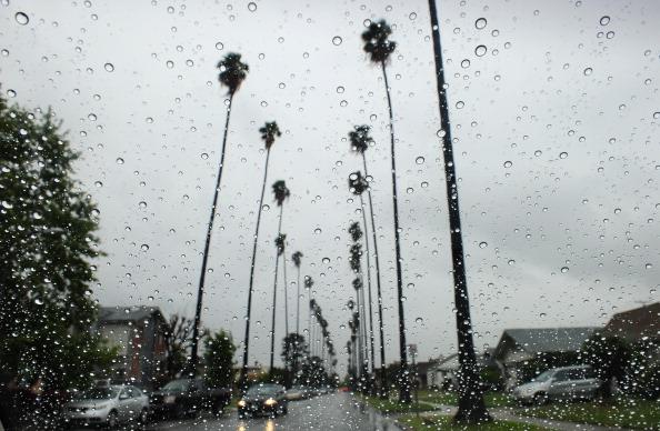 Río atmosférico pierde fuerza al acercarse a Los Ángeles, pero aún lloverá