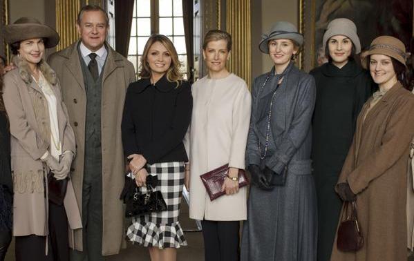 Angélica Rivera se retrata con el elenco de 'Downton Abbey'