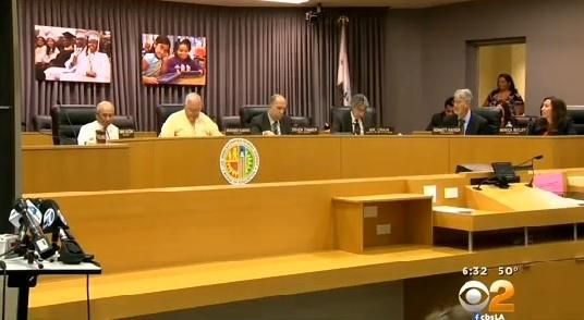 La Junta Escolar de Los Ángeles se reunirá a la 1 p.m. del martes para discutir los posibles despidos.