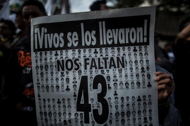 Iguala: Padres de 43 estudiantes desaparecidos harán toma de embajadas