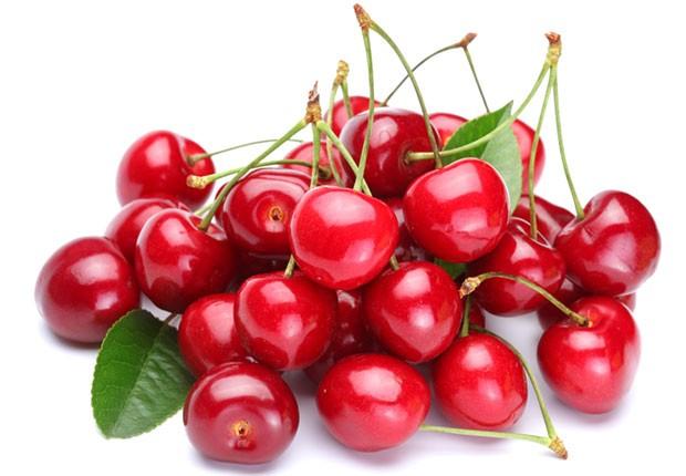 Las cerezas agrías (o guindas) poseen vitamina A, importante para el sistema inmunológico, la salud de la piel y los ojos.
