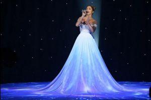 Mira el increíble vestido-pantalla que usó J.Lo en un show (video)