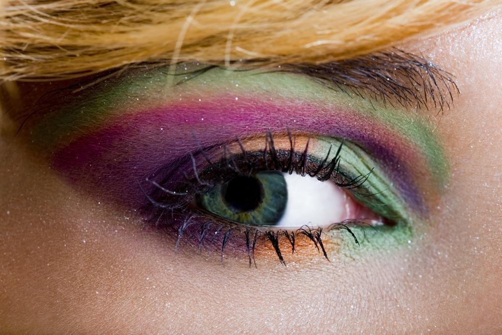 Maquilla tus ojos según su color con estos consejos.