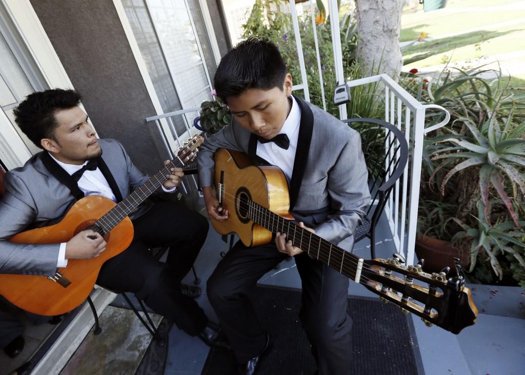 A golpe de guitarra contra las pandillas