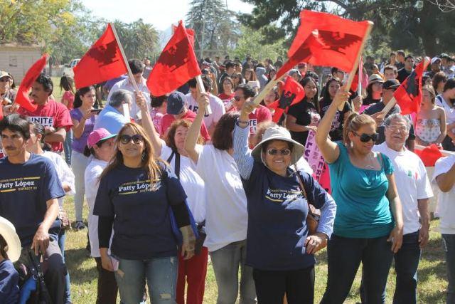 Marcha por César Chávez y a favor de salarios dignos en Los Ángeles